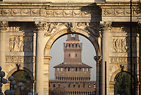 - il castello Sforzesco visto attraverso l'Arco della Pace....- the Sforzesco castle seen through the Peace Arc