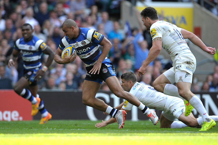 Jonathan Joseph of Bath Rugby goes past as Richard Wigglesworth and Duncan Taylor of Saracens to score a try during the Aviva Premiership Rugby Final between Bath Rugby and Saracens at Twickenham Stadium on Saturday 30th May 2015 (Photo by Rob Munro)