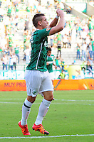 CALI - COLOMBIA -20-02-2016: Rafael Santos Borre, jugador de Deportivo Cali celebra el gol anotado a Atletico Huila, durante partido entre Deportivo Cali y Fortaleza FC, por la fecha 45 de la Liga Aguila I-2016, jugado en el estadio Deportivo Cali (Palmaseca)  de la ciudad de Cali. / Rafael Santos Borre, player of Deportivo Cali celebrates a scored goal to Atletico Huila, during a match between Deportivo Cali y Atletico Huila, for the date 5 of the Liga AguilaI-2016 at the Deportivo Cali (Palmaseca) stadium in Cali city. Photo: VizzorImage  / NR / Cont