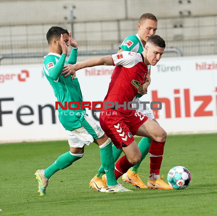17.10.2020, Schwarzwald Stadion, Freiburg, GER, 1.FBL, SC Freiburg vs SV Werder Bremen<br /> <br /> im Bild / picture shows<br /> Leonardo Bittencourt (Bremen), Roland Sallai (Freiburg), Ludwig Augustinsson (Bremen)<br /> <br /> Foto © nordphoto / Bratic<br /> <br /> DFL REGULATIONS PROHIBIT ANY USE OF PHOTOGRAPHS AS IMAGE SEQUENCES AND/OR QUASI-VIDEO.