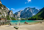 Italien, Suedtirol (Trentino - Alto Adige), Pragser Tal - Seiteltal des Hochpustertals, Pragser Wildsee mit den Pragser Dolomiten im Naturpark Fanes-Sennes-Prags | Italy, South Tyrol (Trentino - Alto Adige), Valle di Braies - side valley of Upper Pusteria Valley: (Lago di Braies) Lake Braies with Dolomiti di Braies at Fanes-Sennes-Prags Nature Park