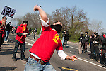 Un manifestant turc lance une pierre sur les forces de l'ordre  avant la manifestation du 4 avril 2009 a Strasbourg contre le sommet de l'OTAN. Le pont Vauban sera le theatre de violents accrochages pendant plus de 2 heures, la police repondant par des grenades lacrymogenes et assourdissantes aux jets de projectiles (pierres, bouteilles, cocktails molotov)..Credit;Hughes Leglise-Bataille/Julien Muguet/face to face