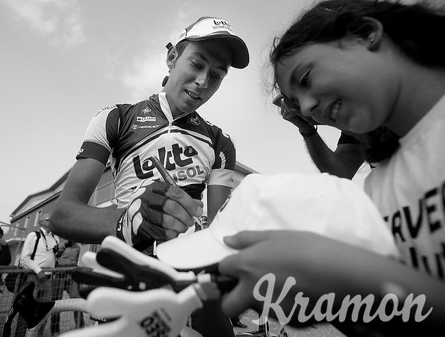 Giro d'Italia stage 13.Savano-Cervere: 121km..Brian Bulgac? making a kid happy.