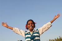 INDIA New Delhi, NGO Ankur support slum dweller , girl in children study club / Indien Neu Delhi, NGO Ankur unterstuetzt Slumbewohner und Bildungsprojekte in Slum , Kinderclub in Dakshinpuri , Maedchen Megha - NUR FÜR REDAKTIONELLE NUTZUNG, Kein PR !