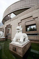 A stone statue of a mythological beast guards the entrance to the Shanghai Museum.<br />
