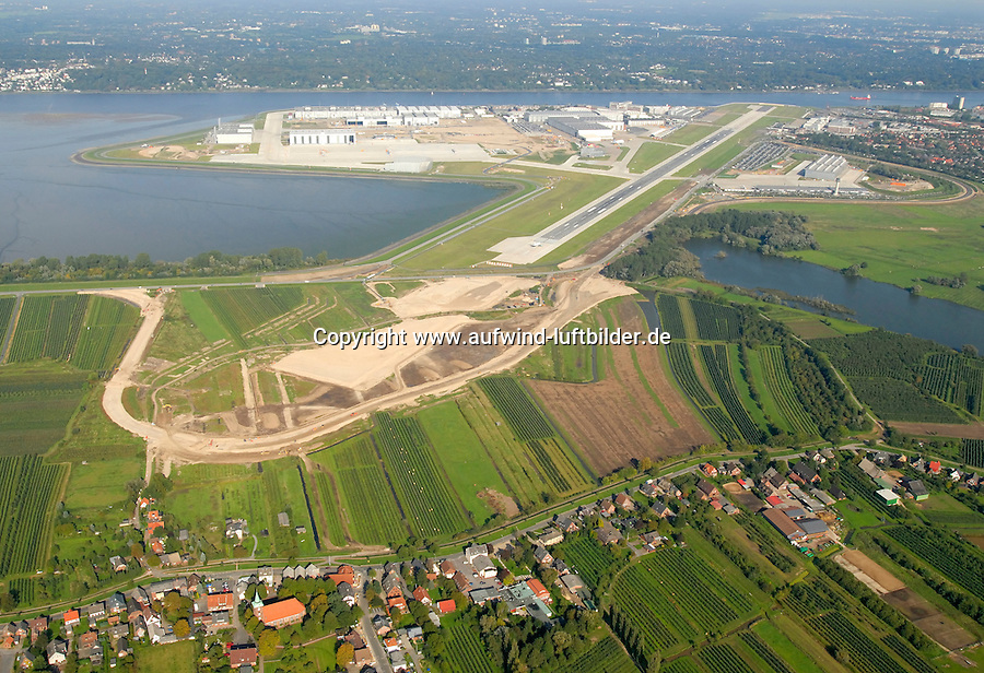 4415 / Flugplatz Finkenwerder: EUROPA, DEUTSCHLAND, HAMBURG, (EUROPE, GERMANY), 09.10.2006: Finkenwerder, Flugplatz, Produktionsstandort, EADS, Airbus, A380, Neuenfelde,  Landebahnausbau Flugplatz Finkenwerder, Elbe..c o p y r i g h t : A U F W I N D - L U F T B I L D E R . de.G e r t r u d - B a e u m e r - S t i e g  1 0 2,  .2 1 0 3 5  H a m b u r g ,  G e r m a n y.P h o n e  + 4 9  (0) 1 7 1 - 6 8 6 6 0 6 9 .E m a i l      H w e i 1 @ a o l . c o m.w w w . a u f w i n d - l u f t b i l d e r . d e.K o n t o : P o s t b a n k    H a m b u r g .B l z : 2 0 0 1 0 0 2 0  .K o n t o : 5 8 3 6 5 7 2 0 9.C  o p y r i g h t   n u r   f u e r   j o u r n a l i s t i s c h  Z w e c k e, keine  P e r s o e n  l i c h ke i t s r e c h t e   v o r  h a n d e n,  V e r o e f f e n t l i c h u n g  n u r    m i t  H o n o r a r  n a c h  MFM, N a m e n s n e n n u n g und B e l e g e x e m p l a r !.
