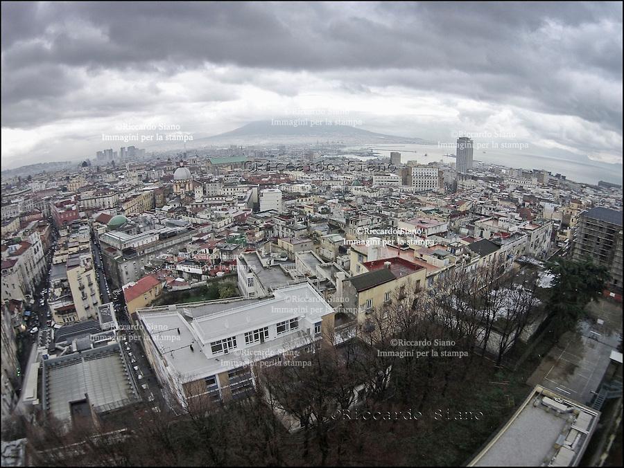 - NAPOLI  5 FEB   2014 -  Montesanto dal parco dei Quartieri Spagnoli (ex ospedale militare)