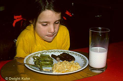 SN17-001z  Taste - Child with dinner