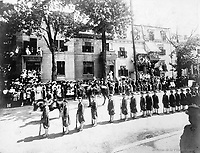 """Un rang de """"Jeunes zouaves""""  24 juin 1909 <br /> lors du defile de la Saint-Jean-Baptiste, le 24 juin 1909 <br /> <br /> <br /> PHOTO :  Stroud Photographic Supply Co"""