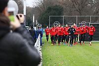 Fans sehen der Eintracht beim Training zu - 05.12.2017: Eintracht Frankfurt Training, Commerzbank Arena