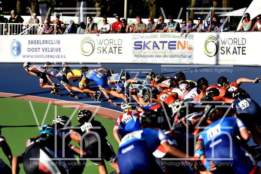 HEERDE - NETHERLANDS: 02-07-2018: Patinadores en la prueba de los 10000 metros Eliminacion / Puntos, Mayores Damas en el Campeonato Mundial de Patinaje de Carreras en el patinodromo Skeelereclub Oost Velluwe en la ciudad de Heerde en Holanda. / Skaters in the Women´s Senior 10000 meters Elimination / Points race in the World Skating Championship, at the skating rink Skeelereclub Oost Velluwe in the city of Heerde in Netherlans. / Photo: VizzorImage / Luis Ramirez / Staff.