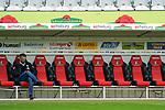 17.10.2020, Schwarzwald Stadion, Freiburg, GER, 1.FBL, SC Freiburg vs SV Werder Bremen<br /> <br /> im Bild / picture shows<br /> <br /> Frank Baumann (Geschäftsführer Fußball Werder Bremen) auf der Bank mit Handi<br /> Foto © nordphoto / Bratic<br /> <br /> DFL REGULATIONS PROHIBIT ANY USE OF PHOTOGRAPHS AS IMAGE SEQUENCES AND/OR QUASI-VIDEO.
