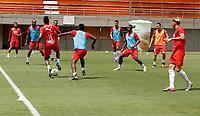 ENVIGADO - COLOMBIA, 28–02-2021: Jugadores de Deportivo Independiente Medellin calientan previo al partido entre Envigado F. C., y Deportivo Independiente Medellin de la fecha 10 por la Liga BetPlay DIMAYOR I 2021, en el estadio Polideportivo Sur de la ciudad de Envigado. / Players of Deportivo Independiente Medellin warm up prior a match between Envigado F. C., and Deportivo Independiente Medellin of the 10th date for the BetPlay DIMAYOR I 2021 League at the Polideportivo Sur stadium in Envigado city. Photo: VizzorImage / Donaldo Zuluaga / Cont.