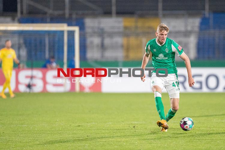 12.09.2020, Ernst-Abbe-Sportfeld, Jena, GER, DFB-Pokal, 1. Runde, FC Carl Zeiss Jena vs SV Werder Bremen<br /> <br /> Nick Woltemade (werder Bremen #41)<br /> Einzelaktion, Ganzkörper / Ganzkoerper  Querformat<br /> <br /> <br />  <br /> <br /> <br /> Foto © nordphoto / Kokenge