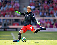 12.05.2018, Football 1. Bundesliga 2017/2018, 34.  match day, FC Bayern Muenchen - VfB Stuttgart, in Allianz-Arena Muenchen.  goalkeeper Ron Robert Zieler (Stuttgart) Abschlag. *** Local Caption *** © pixathlon<br /> <br /> +++ NED + SUI out !!! +++<br /> Contact: +49-40-22 63 02 60 , info@pixathlon.de