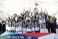 Calcio, Serie A: Juventus vs Crotone. Torino, Juventus Stadium, 21 maggio 2017.<br /> Juventus' players celebrate the victory of their sixth consecutive Scudetto at the end of the Italian Serie A football match between Juventus and Crotone at Turin's Juventus Stadium, 21 May 2017. Juventus defeated Crotone 3-0.<br /> UPDATE IMAGES PRESS/Isabella Bonotto