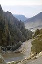 Irak 2000.La nouvelle route d'Amadia à la frontière turque à travers la montagne Matin.Iraq 2000.A new road under constructioin in Matin mountain