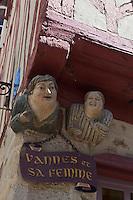 Europe/France/Bretagne/56/Morbihan/ Golfe du Morbihan/Vannes: Sculpture de  Vannes et sa femme à l'angle de la rue Bienheureux-Pierre-René-Rogue et de la rue Noé