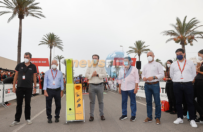 Getting ready for the start of Stage 10 of La Vuelta d'Espana 2021, running 189km from Roquetas de Mar to Rincón de la Victoria, Spain. 24th August 2021.     <br /> Picture: Luis Angel Gomez/Photogomezsport   Cyclefile<br /> <br /> All photos usage must carry mandatory copyright credit (© Cyclefile   Luis Angel Gomez/Photogomezsport)