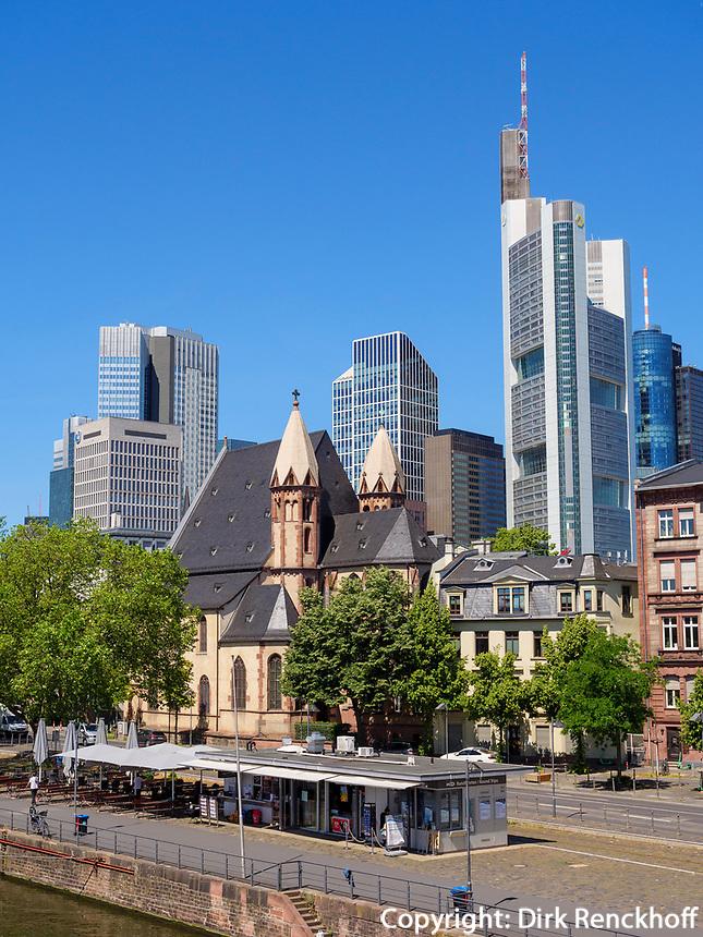 St. Leonhardskirche und Skyline von Frankfurt, Hessen, Deutschland, Europa<br /> Church St. Leonhard, Dome and Skyline, Frankfurt, Hesse, Germany, Europe