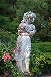 Italien, Suedtirol: Frauenstatue im Park | Italy, South Tyrol (Alto Adige-Trentino): female statue in a park
