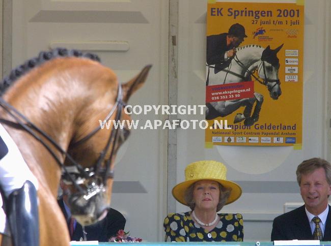 arnhem 010701ek springen tijdens champion gelderland<br />koningin beatrix geniet van chapion gelderland<br />foto frans ypma APA-foto