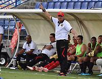 MONTERIA - COLOMBIA, 07-04-2019: Eduardo Cruz técnico de Rionegro gesticula durante el partido por la fecha 14 de la Liga Águila I 2019 entre Jaguares de Córdoba F.C. y Rionegro Águilas jugado en el estadio Jaraguay de la ciudad de Montería. / Eduardo Cruz coach of Rionegro gestures during match for the date 14 as part Aguila League I 2019 between Jaguares de Cordoba F.C. and Rionegro Aguilas played at Jaraguay stadium in Monteria city. Photo: VizzorImage / Andres Felipe Lopez / Cont