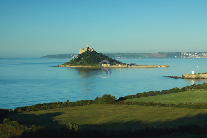 St Michael's Mount at dawn, Marazion, Cornwall<br /> <br /> Copyright www.scottishhorizons.co.uk/Keith Fergus 2011 All Rights Reserved