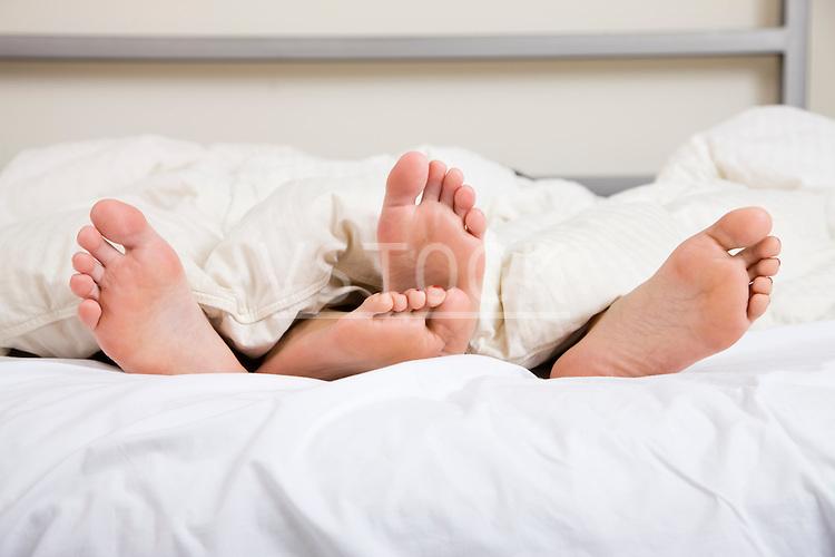 USA, Illinois, Metamora, Couple lying in bed
