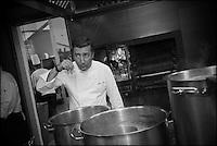 Europe/Espagne/Catalogne/Catalogne/Gérone: Le Celler de Can Roca:  Joan, ancien élève de l'école hôtelière locale, qui a la haute main sur le salé - Restaurant: El Celler de Can Roca à la deuxième place de la liste The World's 50 Best Restaurants [Non destiné à un usage publicitaire - Not intended for an advertising use]
