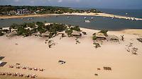 Alter do Chão<br /> <br /> MunicípioSantarém<br /> Alter do Chão é um dos distritos administrativos do município de Santarém, no estado do Pará. Localizado na margem direita do Rio Tapajós, dista do centro da cidade cerca de 37 quilômetros através da rodovia Everaldo Martins (PA-457). É o principal ponto turístico de Santarém, pois abriga a mais bonita praia de água doce do mundo segundo o jornal inglês The Guardian, ficando conhecida popularmente como Caribe Brasileiro.[1]