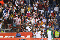 BARRANQUIILLA -COLOMBIA-30-01-2016: Hinchas del Atlético Junior se ven afectados por gases lacrimógenos usados por la policía para controlar disturbios en las afueras del estadio durante el encuientro con Atlético Huila por la fecha 1 de la Liga Águila I 2016 jugado en el estadio Metropolitano Roberto Meléndez de la ciudad de Barranquilla./ Fans of Atletico Junior are affected by tear gas used by the police to control  riots outside of the stadium during the match with Atletico Huila for the date 1 of the Aguila League I 2016 played at Metropolitano Roberto Melendez stadium in Barranquilla city.  Photo: VizzorImage/Alfonso Cervantes/