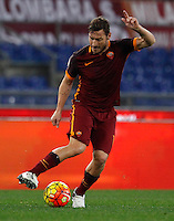 Calcio, Serie A: Roma vs Milan. Roma, stadio Olimpico, 9 gennaio 2016.<br /> Roma's Francesco Totti in action during the Italian Serie A football match between Roma and Milan at Rome's Olympic stadium, 9 January 2016.<br /> UPDATE IMAGES PRESS/Riccardo De Luca