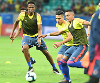SALVADOR – BRASIL, 15-06-2019: Yerry Mina de Colombia calienta previo al partido de la Copa América Brasil 2019, grupo B, entre Argentina y Colombia jugado en el Itaipava Fonte Nova Arena de la ciudad de Salvador, Brasil. / Yerry Mina of Colombia warms up prior the Copa America Brazil 2019 group B match between Argentina and Colombia played at Itaipava Fonte Nova Arena in Salvador, Brazil. Photos: VizzorImage / Julian Medina / Cont / FCF