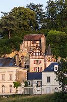 France, Indre-et-Loire (37), Amboise, Vallée de la Loire classée Patrimoine Mondial de l'UNESCO, Maisons vigneronnes en tuffeau  // France, Indre et Loire, Amboise, Loire Valley listed as World Heritage by UNESCO, Winegrowers houses in tufa
