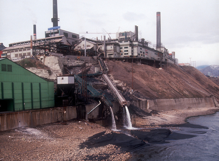 Columbia River, pollution, Teck Resources, prior: Teck Cominco, Lead and Zinc smelter, Trail, British Columbia. Canada, Image taken in 1988 shows physical evidence of gross pollution into the Columbia River 10 km upstream of the US border,