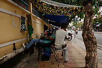 Portraits et photo de rue au marche<br /> ( et dans les environs)<br /> <br /> Street portraits and street photography in and around market<br /> <br /> Dec. 4, 2019, Nha Trang, Vietnam