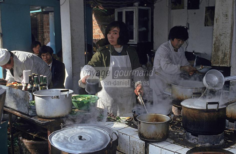 Asie/Chine/Jiangsu/Nankin/Quartier du temple de Confucius: Le marché - Restaurant de rue<br /> PHOTO D'ARCHIVES // ARCHIVAL IMAGES<br /> CHINE 1990