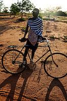 TANZANIA, Korogwe, Massai in Kwalukonge, Massai man with bicycle / TANSANIA, Korogwe, Massai in Kwalukonge, massai mit Fahrrad