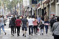 Campinas (SP), 21/04/2021 - Comercio - Movimentacao na rua 13 de Maio, onde o comercio da cidade de Campinas (SP) tem funcionamento facultativo durante o feriado de Tiradentes, nesta quarta-feira (21). As lojas podem abrir ao publico entre 11h e 19h, periodo definido pelo estado na fase de transicao do Plano SP. (Foto: Denny Cesare/Codigo 19/Codigo 19)