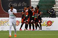 MANIZALES- COLOMBIA,  06-02-2021 .Yeison Guzman del Envigado celebra después de anotar el gol de su equipo durante partido por la fecha 5 entre Once Caldas y Envigado como parte de la Liga BetPlay DIMAYOR 2021 jugado en el estadio  Palogrande de la ciudad de Manizales. /Yeison Guzman of Envigado celebrates after scoring the  goal of his team during match for the date 5 between  Oce Caldas and Envigado BetPlay DIMAYOR League I 2021 played at Palogrande stadium in Manizales city. Photo: VizzorImage /John Jairo Bonilla / Contribuidor