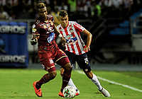 BARRANQUIILLA - COLOMBIA, 23-01-2019: Victor Cantillo (Der) del Atlético Junior disputa el balón con Carlos Renteria (Izq.) jugador de Deportes Tolima durante partido de ida por la Súper Liga Águila 2019 jugado en el estadio Metropolitano Roberto Melendez de la ciudad de Barranquilla. / Victor Cantillo (R) player of Atletico Junior struggles the ball with Carlos Renteria (L) player of Deportes Tolima during first leg match of the Aguila Super League 2019 played at Metropolitano Roberto Melendez stadium in Barranquilla city.  Photo: VizzorImage / Cristian Alvarez / Cont