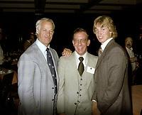 Bobby Orr , Wayne Gretzky<br /> et autres joueurs lors de la remise des trophes de la  LNH, le 1er juin 1980.<br /> <br /> Gretzky a entre-autre recu le Trophé HART.<br /> <br /> PHOTO : Agence Quebec Presse