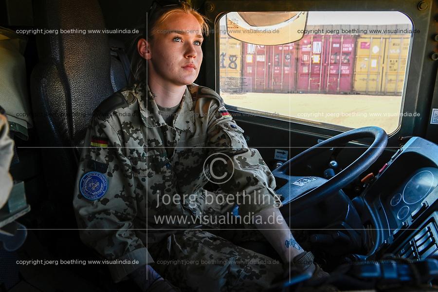 MALI, Gao, UN peace keeping mission MINUSMA, Camp Castor, german army Bundeswehr, female soldier / MALI, Gao, Minusma UN Friedensmission, Camp Castor, deutsche Bundeswehr, Stabsunteroffizierin arbeitet auf Transport LKW mit Auffahrplatte
