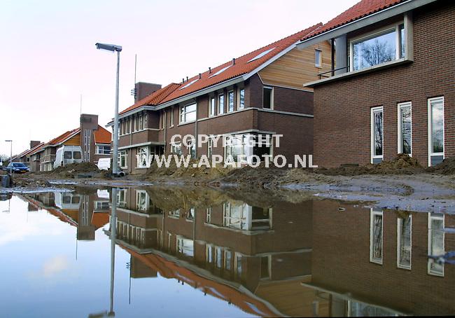 Ede, 030101  Foto: Koos Groenewold/ APA Foto<br />De bouw van de nieuwe wijk Kernhem in Ede is stilgezet.<br />Sommige huizen echter zijn nagenoeg klaar