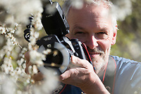 Autorenfoto, Potrait, Porträt, Frank Hecker, Naturfotograf bei der Arbeit, fotografieren, Making-of, Making of, Schlehe, Schlehenblüte, Schlehen