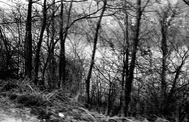 BOSNIA-HERZEGOVINA, Belgrade-Sarajevo Road, 03/2003..Lanscape pictures taken from the bus between Belgrad and Sarajevo. In Bosnia, our serbian bus drives only on the  roads of the Serbian Republic (Srpska republica). Between Zvornik and Drinjajca. .BOSNIE-HERZEGONVINE, Route Belgrade-Sarajevo, 03/2003..Photo prise depuis le bus qui relie Belgrade à Sarajevo. En Bosnie, notre bus serbe n'emprunte que des routes  de la République serbe (Srpska republica), faisant de nombreux détours pour éviter les enclaves musulmanes. Entre Zvornik et Drinjajca. .© Bruno Cogez