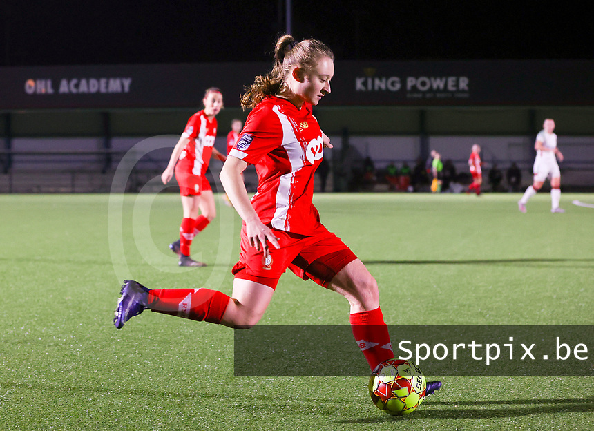 Gwyneth Vanaenrode (3 Standard) with the ball during a female soccer game between Oud Heverlee Leuven and Standard Femina De Liege on the 10th matchday of the 2020 - 2021 season of Belgian Womens Super League , sunday 20 th of December 2020  in Heverlee , Belgium . PHOTO SPORTPIX.BE | SPP | SEVIL OKTEM