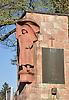 """Kriegerdenkmal mit Gedenktafel """"Zum Gedenken an die Opfer der Kriege 1914-1918 und 1939-1945"""" in Gumbsheim"""