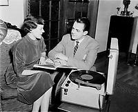 le chanteur d'opera Pierre Boutet ,<br /> 5 Aout 1958<br /> <br /> <br /> PHOTO :  Agence Quebec Presse